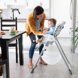 Mimzy Snacker 2 w1 To bardzo kompaktowe i wygodne krzesełko, nie tylko dla Malucha, ale i dla rodziców 🥰  #dziecko #dzieckowdomu #dzieckowkuchni #instadziecko #joiebaby #Joie #joie